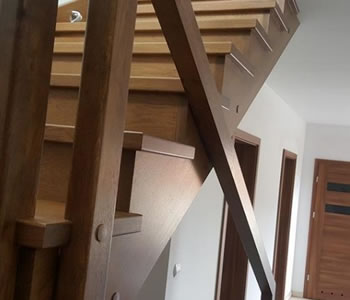 szerokość schodów - odstęp poręczy - bezpieczeństwo
