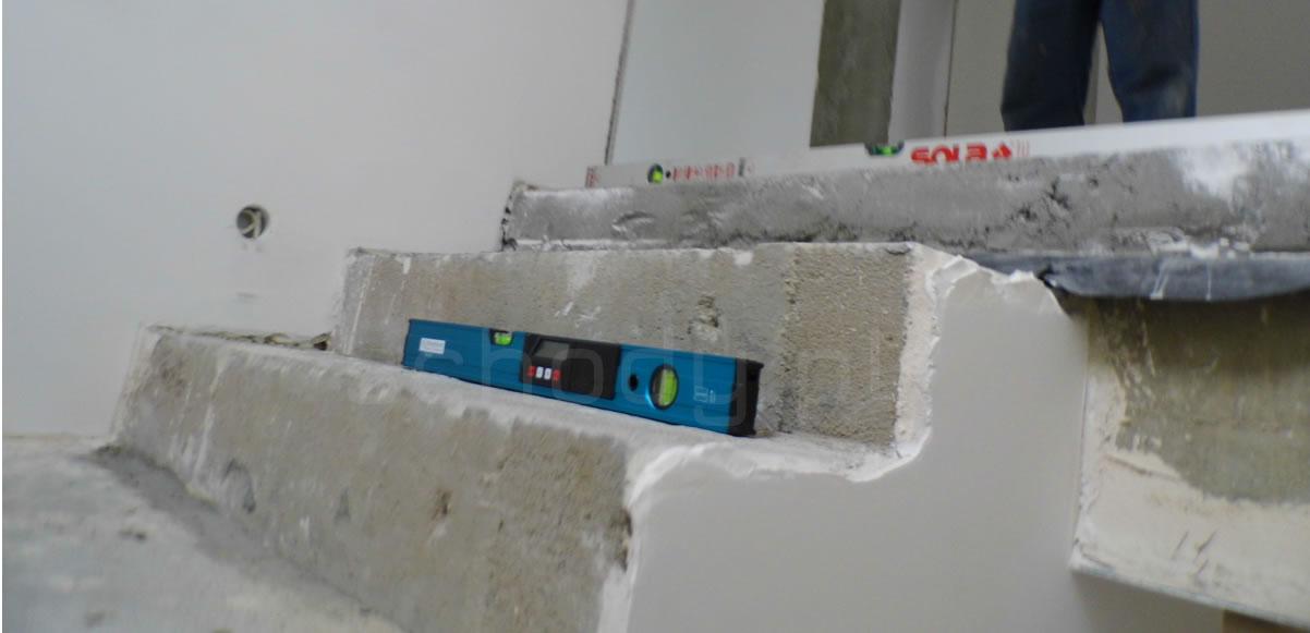 Źle wylane schody betonowe