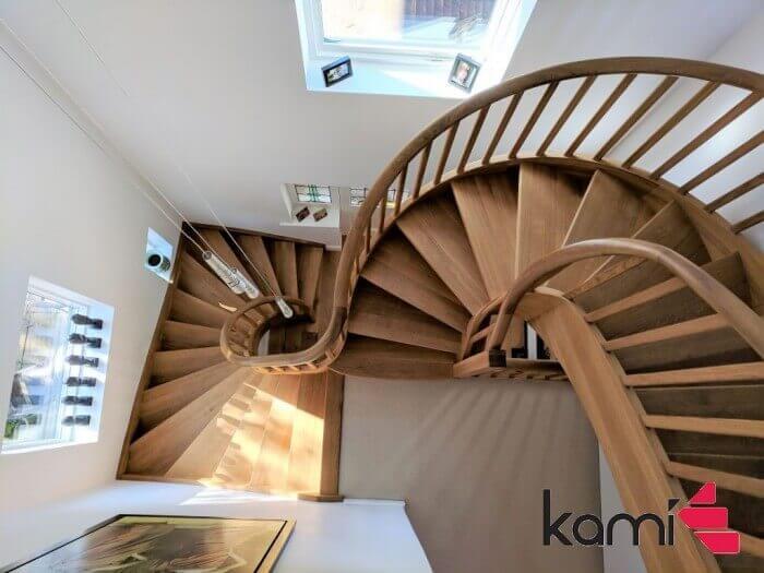 Schody nad schodami gięte Kami